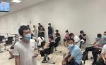 曼托瓦华侨华人工商联合会协助150余名无居留侨胞接种新冠疫苗 ... ...