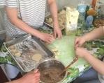 今天在家包饺子 其乐融融