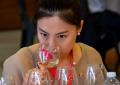"""华人女孩获任意大利""""Douja D'Or""""金色酒壶全国葡萄酒大赛评委 ..."""