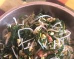 韮菜炒绿豆芽。