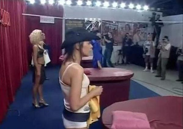 15p性交_千古奇闻 第一届世界集体性交锦标赛