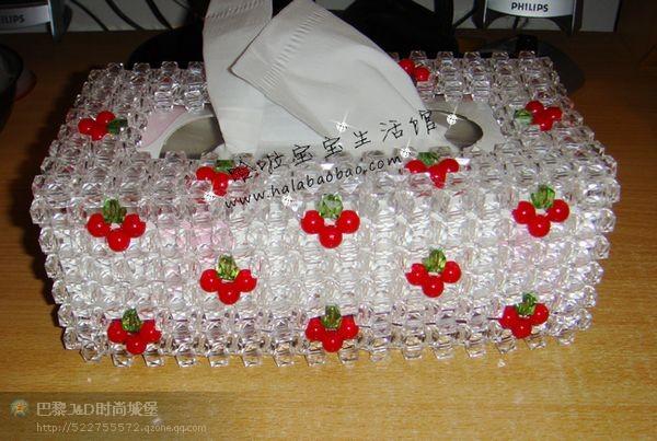 纸巾盒和珠子串的