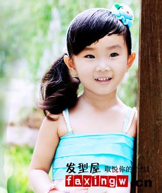 小女孩超短发发型扎法