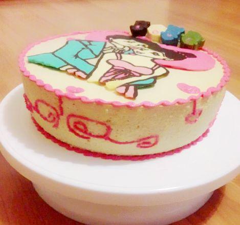情侣图案的芒果慕斯蛋糕,结婚周年纪念