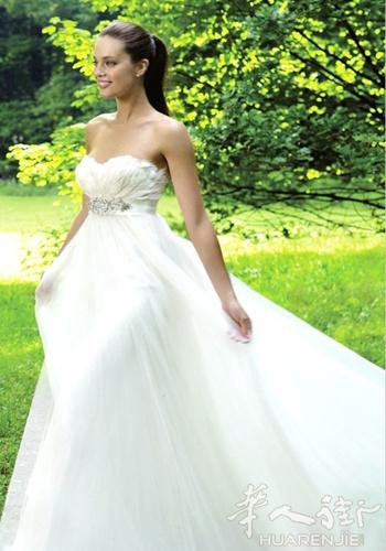 什么样的婚纱显瘦 欧式宫廷婚纱大赏
