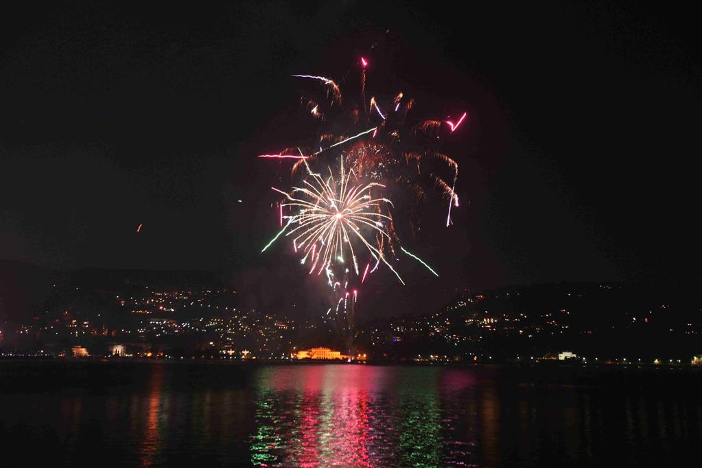 我的跨年烟花拍摄,意大利como湖边图片