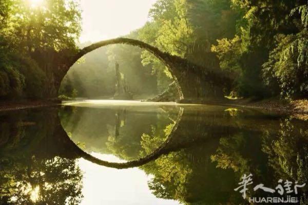 我在桥上看风景,你在楼上看我!