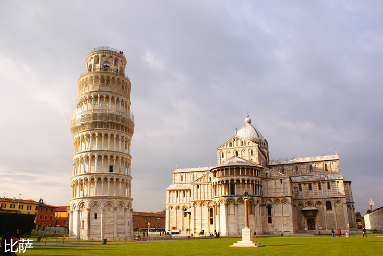 Leaning_Tower_of_Pisa_and_the_Piazza_Miracoli.jpg