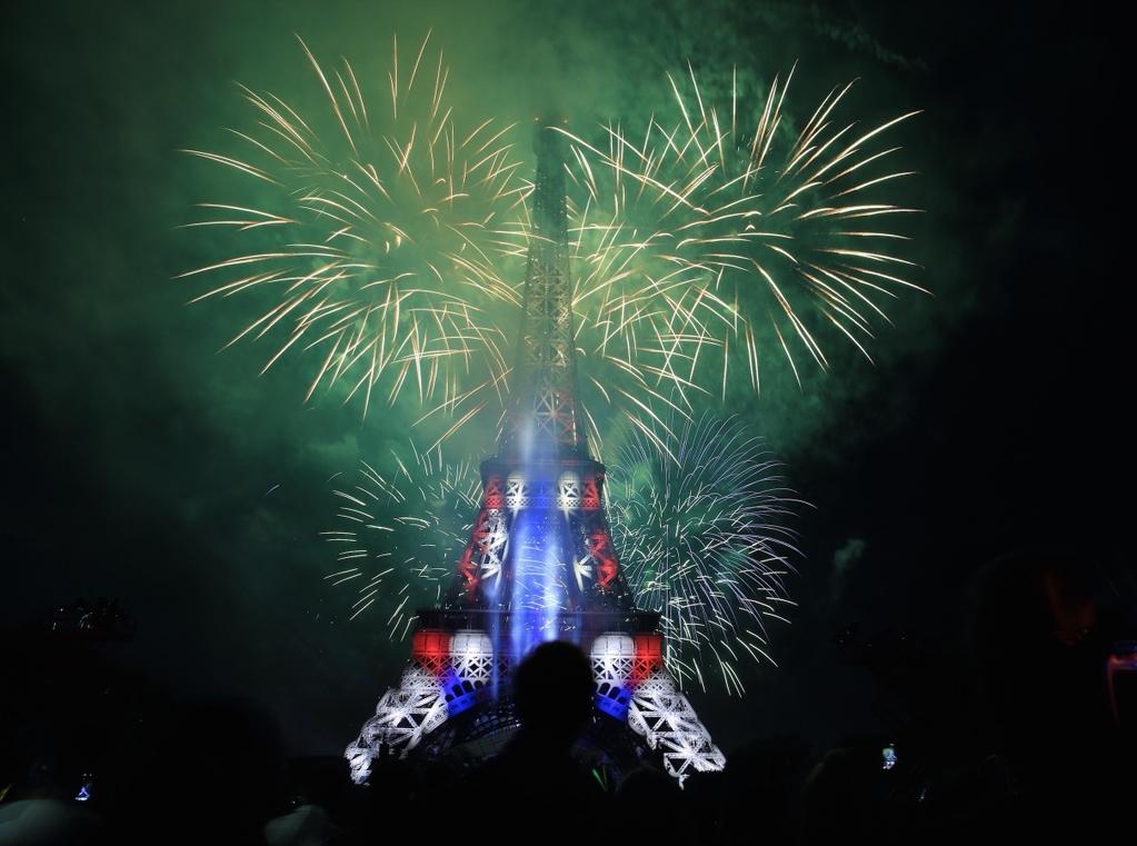 714国庆节巴黎铁塔拍的烟花
