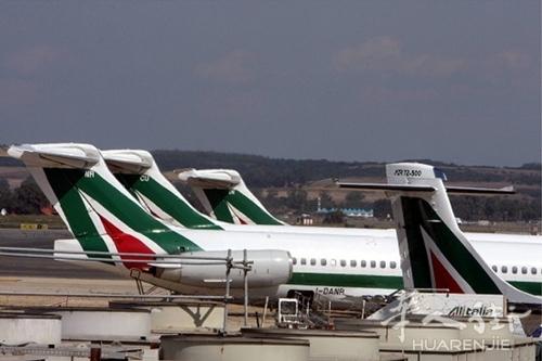 罗马一架刚起飞不久的飞机因引擎故障导致返航迫降