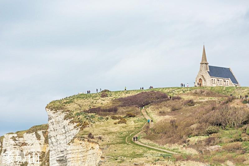 Photographer-in-Paris-postcards-etretat-church-iheartparisfr.jpg