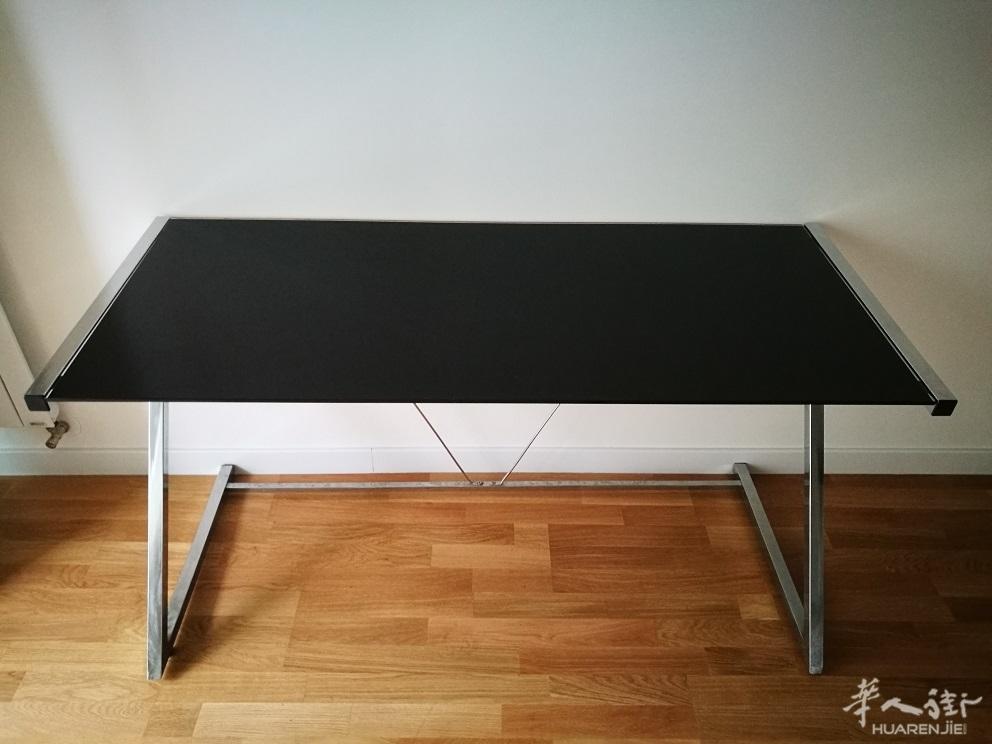 黑色玻璃书桌