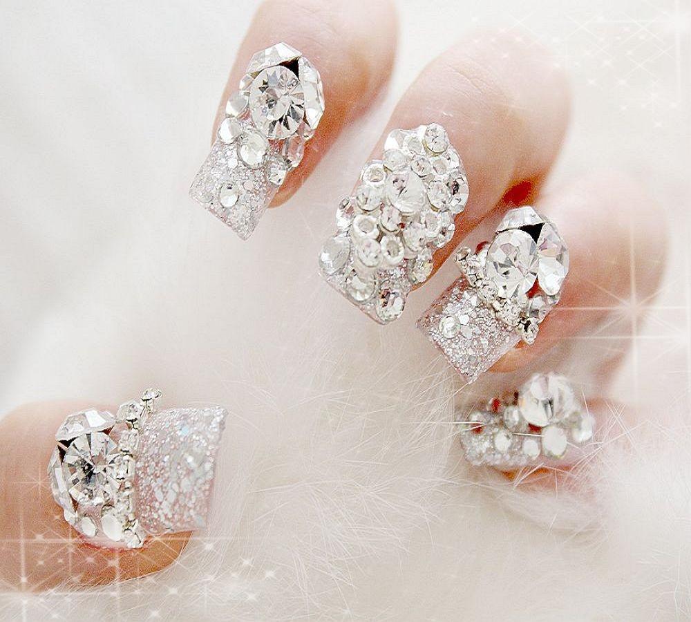 一些经典款式也是不错的选择哦,像透明碎钻,蕾丝花纹和珍珠亮片.图片
