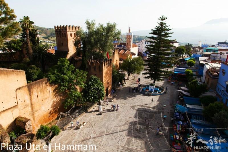 Plaza-Uta-El-Hammam-e1449807002474.jpg