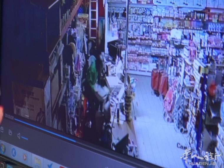 (视频)普拉托一华人商场深夜被用井盖砸门爆窃