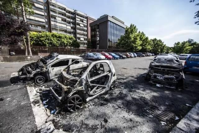 罗马特大纵火案: 40辆汽车当街被焚, 31辆烧成空壳!