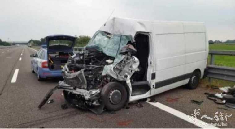 米兰至热那亚高速公路发生惨烈车祸!