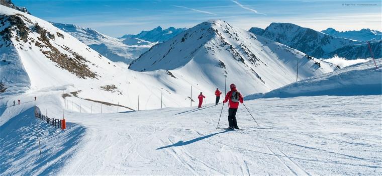 Skiers-on-piste-at-Chamrousse-near-Grenoble-23078.jpg