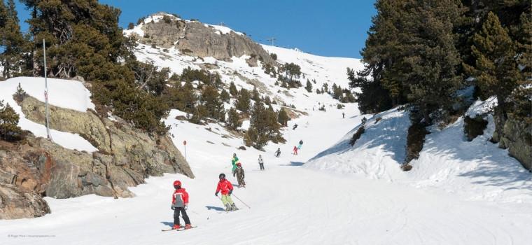 Children-skiing-at-Chamrousse-near-Grenoble-23098.jpg