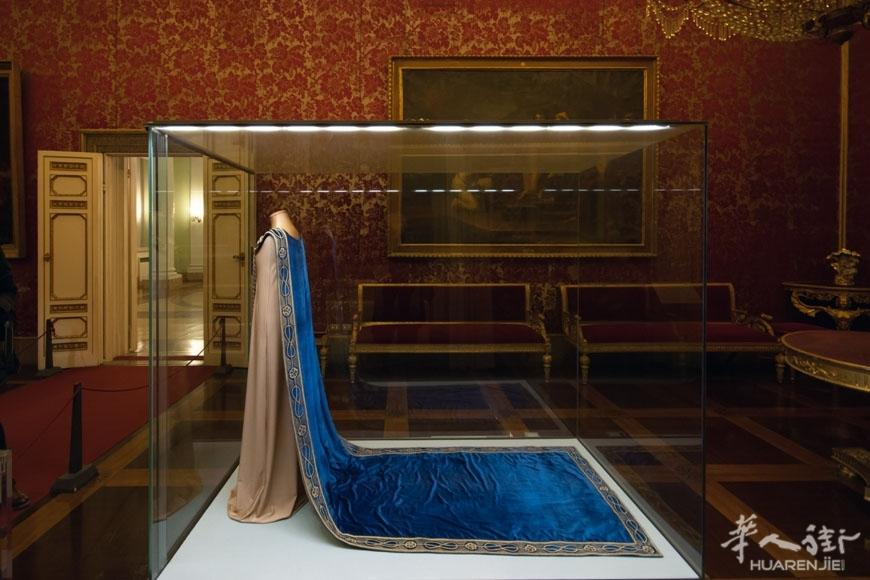 Palazzo-Pitti-Florence-costume-museum-Inexhibit-18.jpg