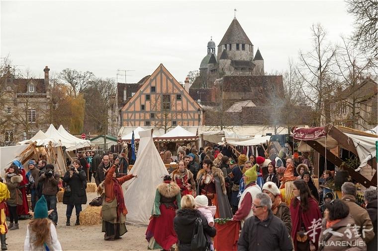 Noel-Provins-12-Place-du-Chatel-jour-Marche-medieval--®-D-Gilbon.jpg