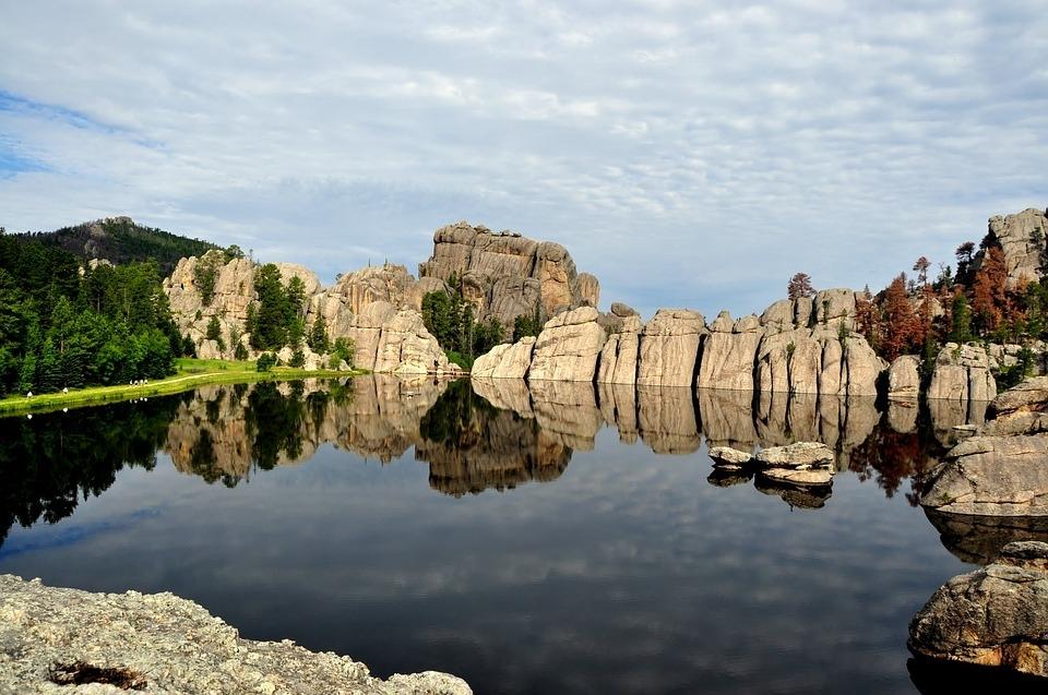 卡斯特山湖.jpg