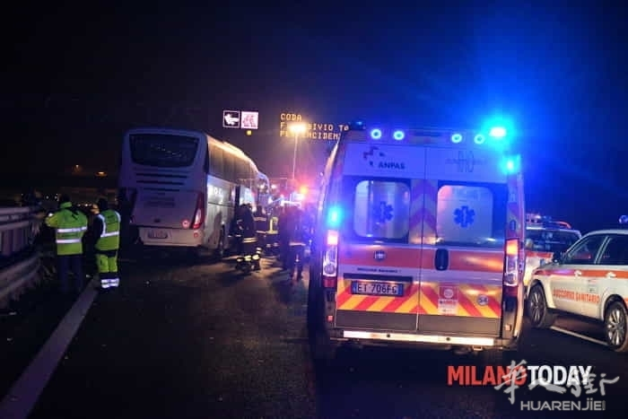 incidente-pullman-autostrada-4.jpg