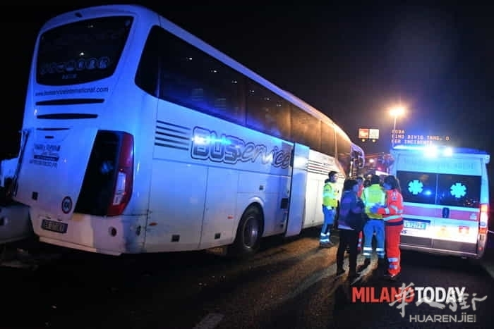 incidente-pullman-autostrada-6.jpg