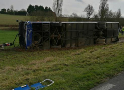 法国再现校车事故,致29人受伤