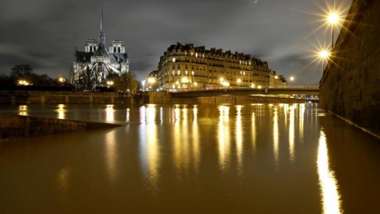 暴雨持续不断 巴黎塞纳河水位周六预计达到历史性级别