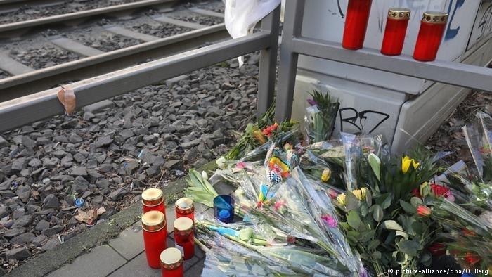 科隆狂欢节一警员被推下电车站台被撞身亡