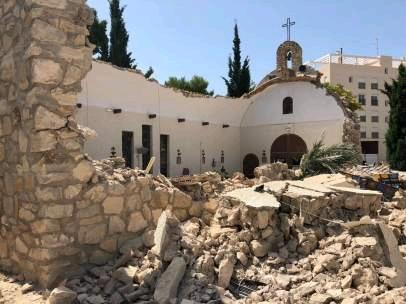 南部教堂弥撒后竟然屋顶坍塌根据《