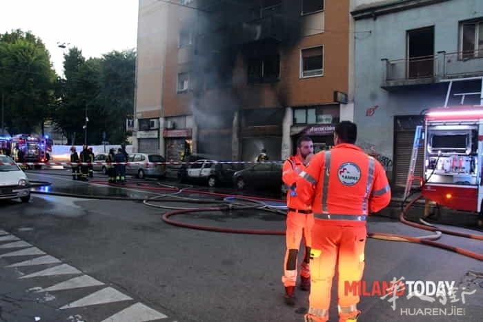 Incendio in via Padova vigili fuoco e ambulanza - Bennati (2).jpeg