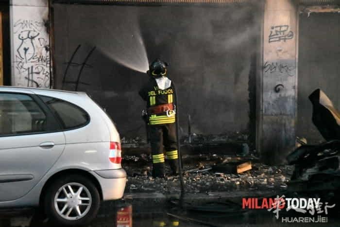 Incendio in via Padova vigili fuoco e ambulanza - Bennati (4).jpeg