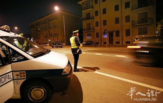 Controlli_Polizia_Municipale_notte_02.jpg