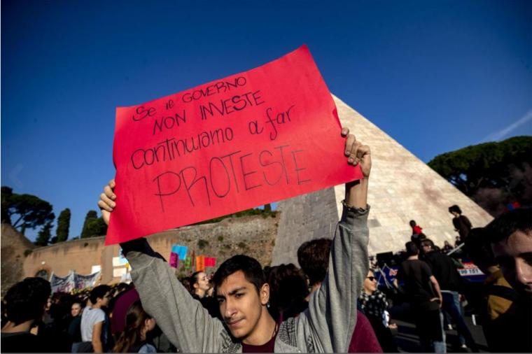 学生抗议2.png
