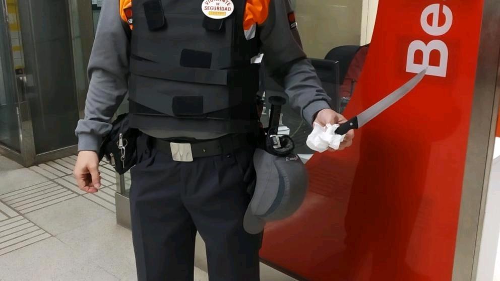 巴塞罗那地铁安全员被持刀袭击