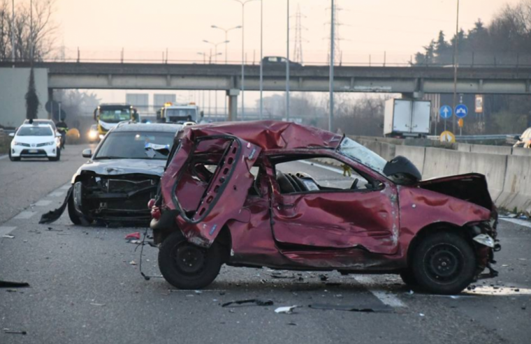 英雄!意大利出租车司机路过施援手不幸被撞身亡