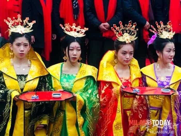capodanno-cinese-2019-donne-in-costume-foto-annarita-amoruso.jpg