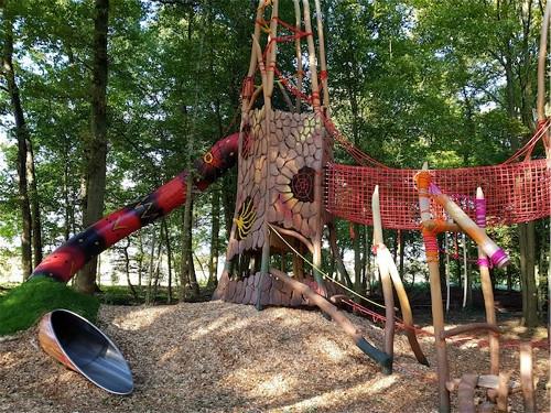 8-La-Forêt-des-Légendes-une-aire-de-jeux-en-plein-air_meitu_7.jpg
