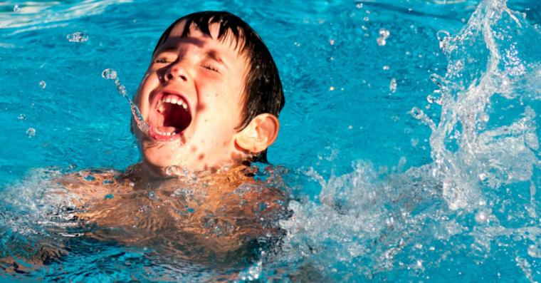 22个月大的孩子因掉入泳池而溺亡