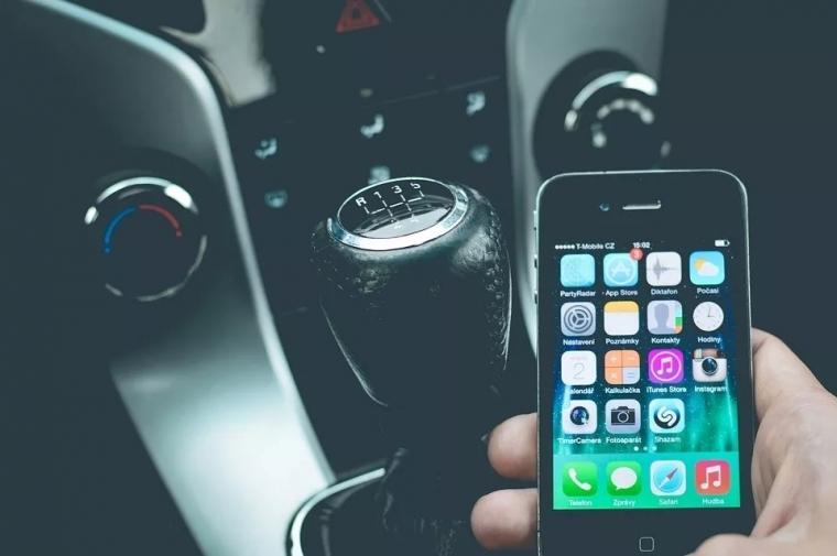 """史上最""""严""""道路法: 开车看手机罚款翻3倍!乱停车,翻倍罚! ..."""