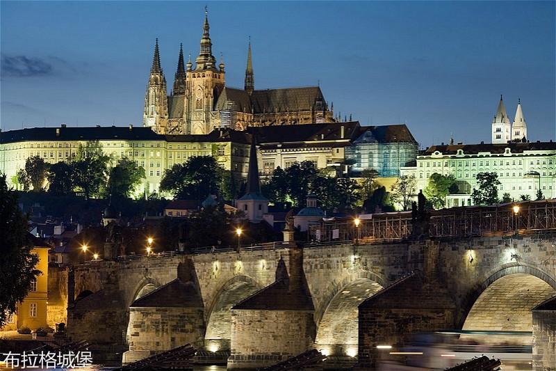 1024px-Night_view_of_the_Castle_and_Charles_Bridge2C_Prague_-_8034_meitu_19.jpg