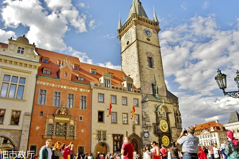 Prague-4-Old-Town-Hall-and-Astronomical-Clock-whole-building_meitu_22.jpg