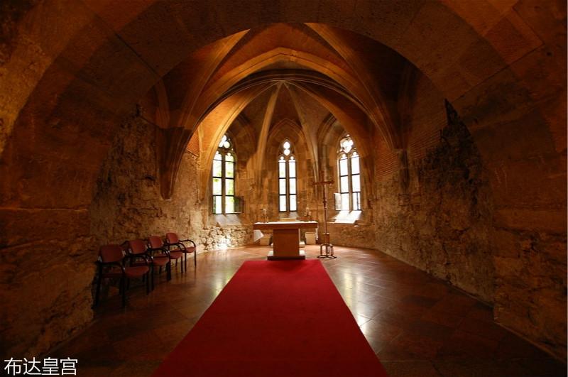 1280px-Buda_castle_interior_church_meitu_35.jpg