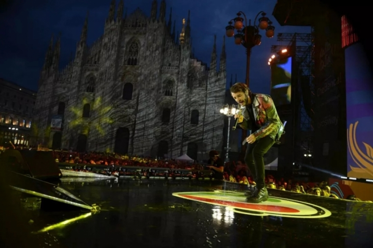 今晚与20000人一起在Duomo广场嗨歌,意大利年度最震撼的广场音乐会 ...