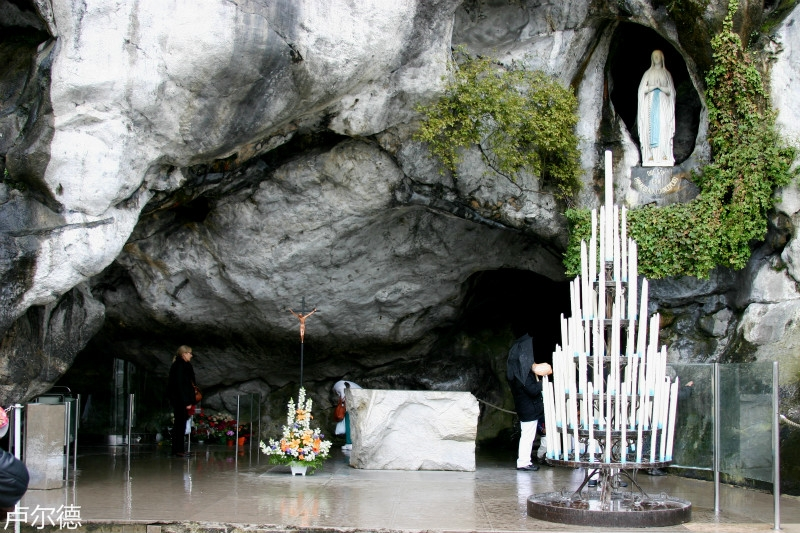 grotto_of_lourdes_-_lourdes_2014_3_meitu_7.jpg