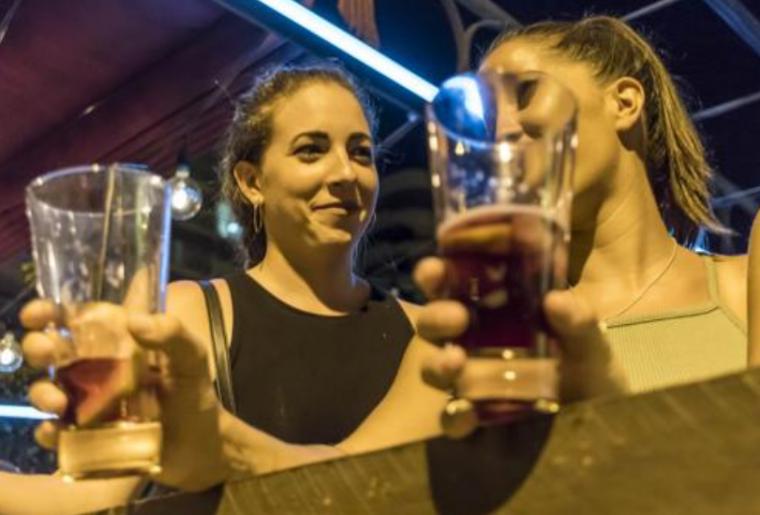"""酒精,派對和汽車:這就是西班牙各地青年的""""致命時刻"""""""