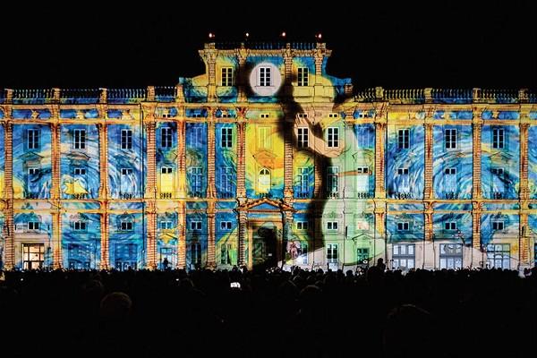 (Image)-image-France-Lyon-Placedes-Terreaux-792-09032017_meitu_10.jpg
