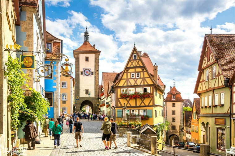 rothenburg-ob-der-tauber-altstadt-t-619638736.jpg